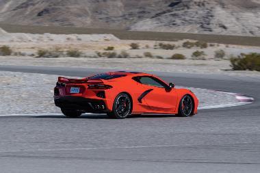 2020-Chevrolet-Corvette-Stingray-rear_right
